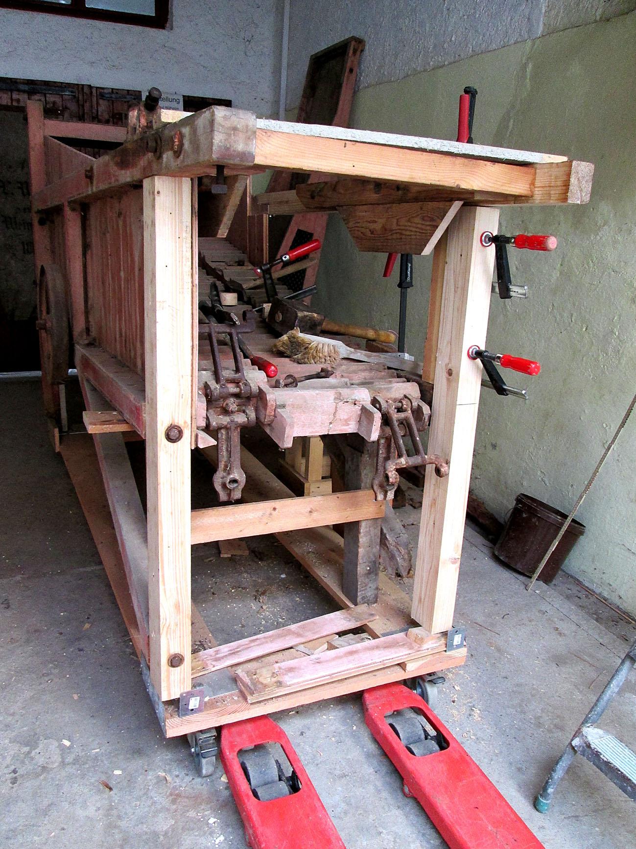 Reparatur-der-Dreschmaschine